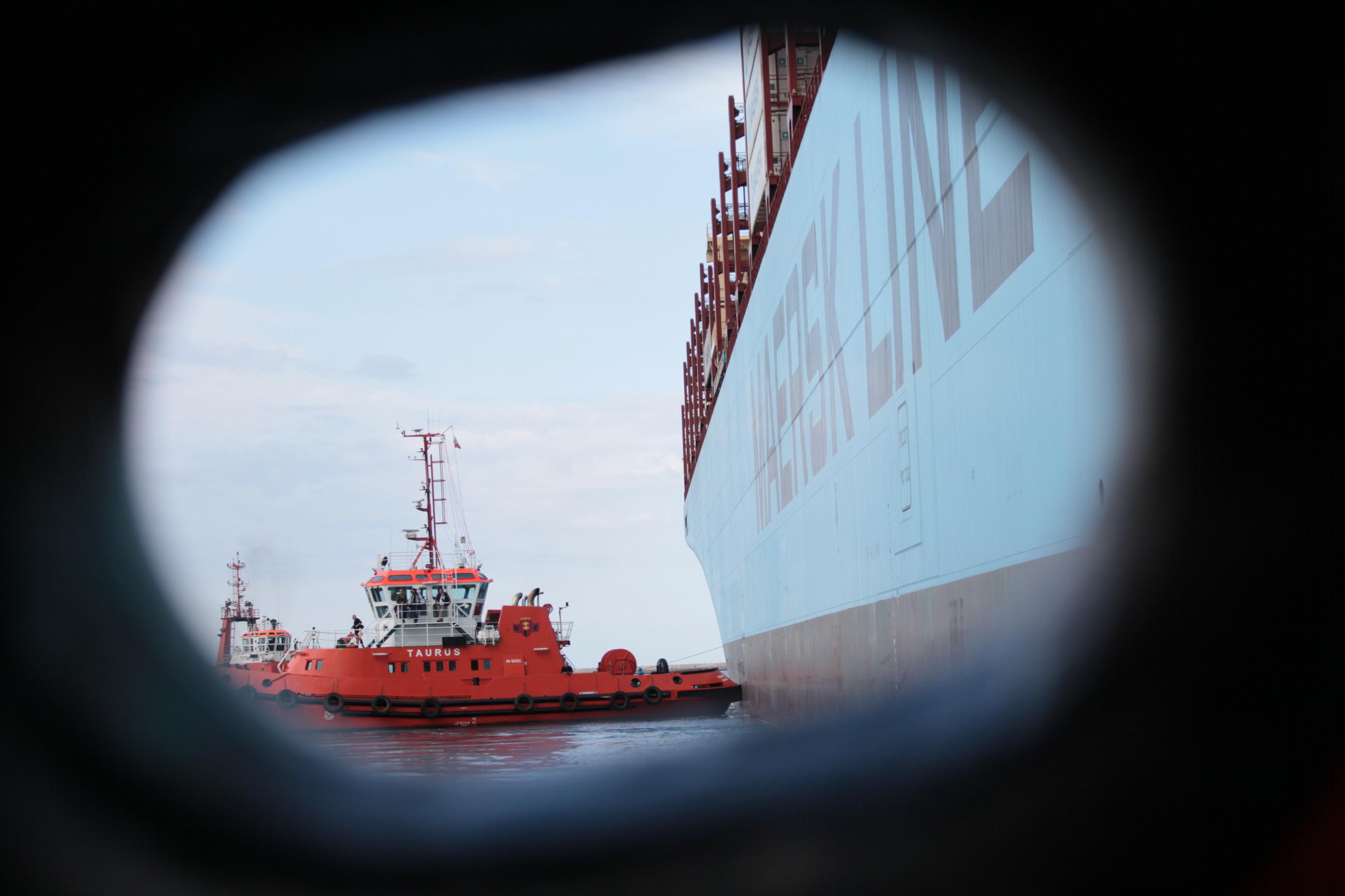 Największy kontenerowiec zawija do Gdańska