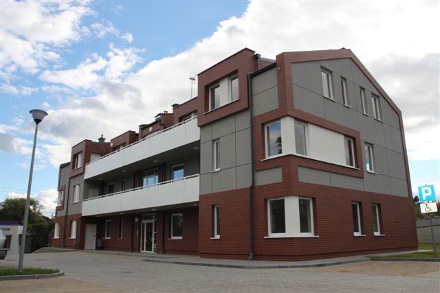 Fot. Nowy  trzykondygnacyjny budynek komunalny już w środę zasiedlą lokatorzy. Ich poprzednie mieszkania po odświeżeniu trafią do osób z listy oczekujących na lokal.