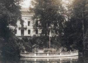 Widok pałacu od strony patio
